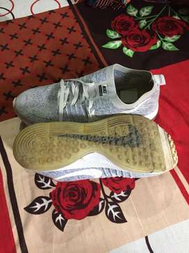 Nike zoom shoes size -9
