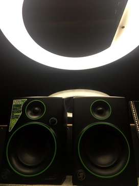 Makie cr4 Studio Monitors