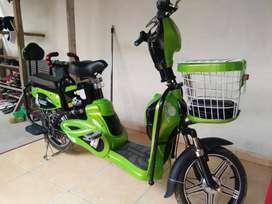 Dijual cepat sepeda elektrik/batre,barang mulus seperti baru,bisa nego