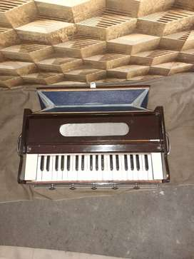 Musical instruments new and used