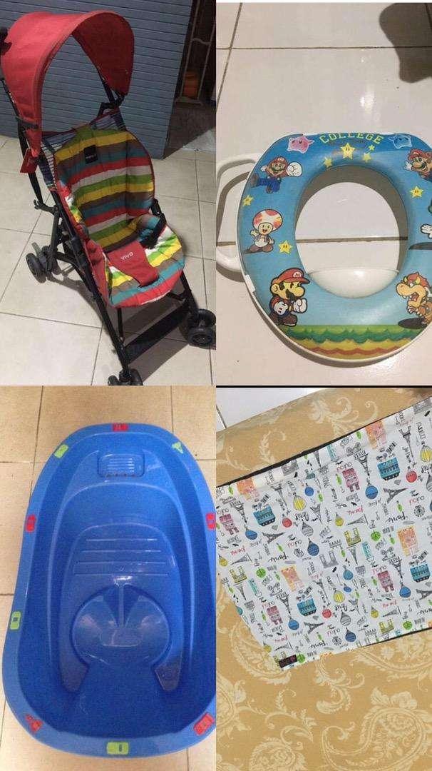 Paket murah: Stroller, Gendongan, Dudukan closet dan Bak mandi bayi.