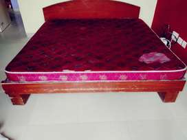 Queen size 6/6 bed with mattress