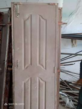 Door with chookhat  all over good condition