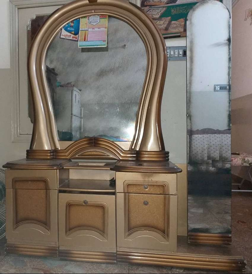 Used Dressing Table 0