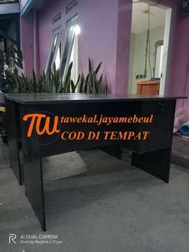 meja kerja kantor ukuran 120 cm panjang dan lebar 60 cm