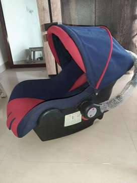 Babyhug car seat cum carry cot with rocking base.