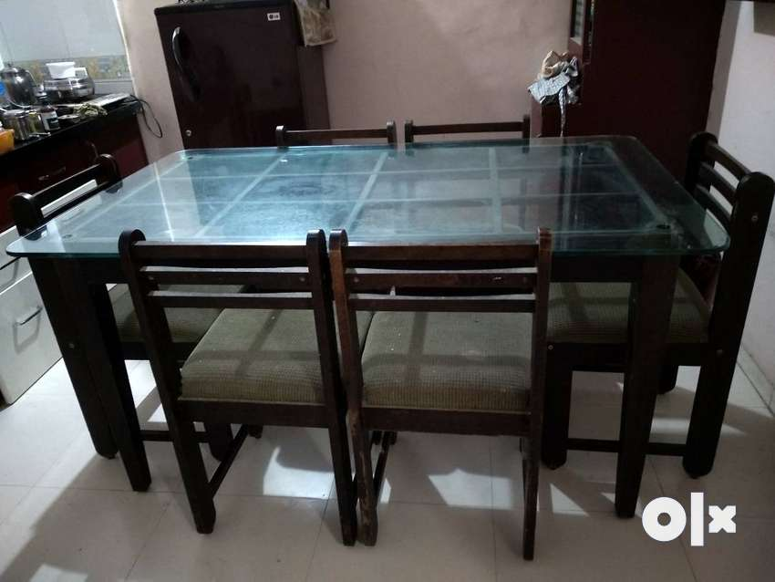 Dinning Table with 6 chairs 0