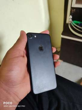 Iphone 7 32gb hai aur mst phone condition bhi bahut achhi h