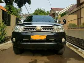 Fortuner Hitam Diesel 2.5G AT 2010 Full Services Auto 2000 Bogor