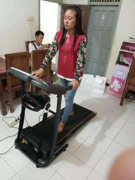 Treadmill elektrik Dua fungsi New Verona 10 speed