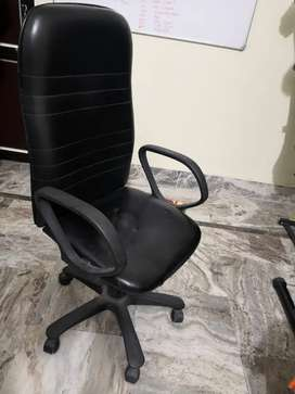 Revolving chair in almost new condition
