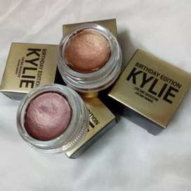 Kylie's cream eye shadow