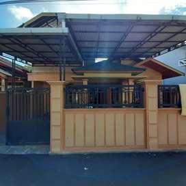 Jual cepat Rumah Sultan Adam tingkat 2 tengah kota bisa NEGO