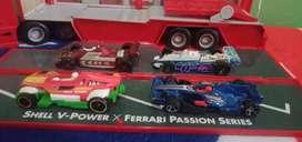 Take all atau satuan diecast formula brand Hot wheel ada 4