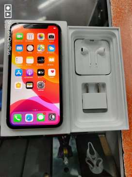6 days Old iPhone 11 128gb with full kit and warranty.
