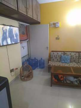 2bd dd ist floor lease main university facing line water parking