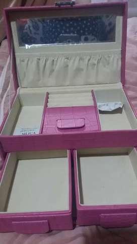 Kotak perhiasan serbaguna