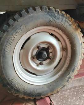 Mahindra DI Jeep Rims(company fitted 5nos)with tyres good for resoling