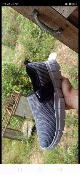 Sepatu slip on murah