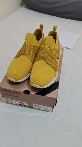 Skechers Modern Jogger - Ziggy Women's Sneaker - Yellow size 8