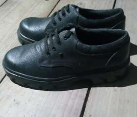 I want to sell my branch new boots...size 8