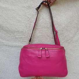 Tas slempang pink kulit asli model unik