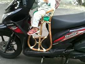 Kursi bonceng rotan untuk motor matic