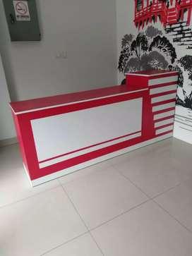 G85 meja kasir pjg 200cm, warna merah variasi putih ya