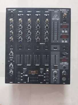 DJ mixer behringer