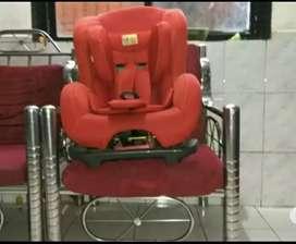 Red baby car seat Mee Mee model