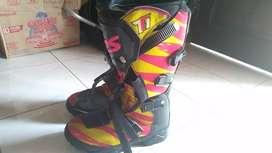 Jual sepatu traill SPS