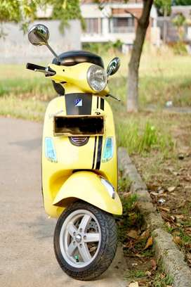Vespa LX 150 Kuning Mulus Siap Pakai