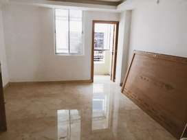 Downton surumatria 3bhk  Semi-furnished rediy to muve flat.