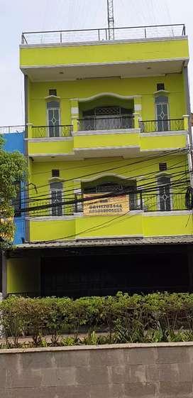 Dikontrakan Ruko 3 lantai + rooftoop lokasi strategis