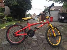 Sepeda BMX United