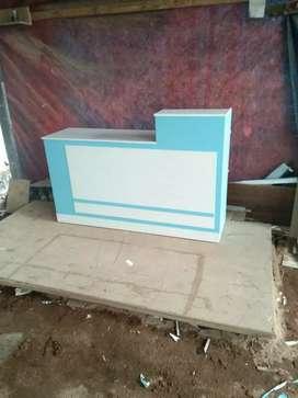Meja kasir ijo putih