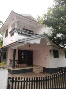 Independent single vadaka veedu @westhill only 12000 rent