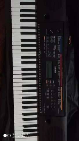 Yamaha psr E263 with bag  and adaptor  full new conditions no use