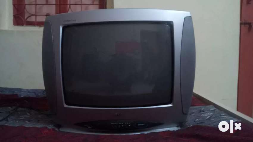 Good Condition LG TV set 0