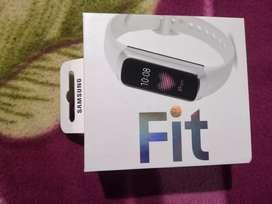 Samsung Galaxy fit smart watch worth ₹10000