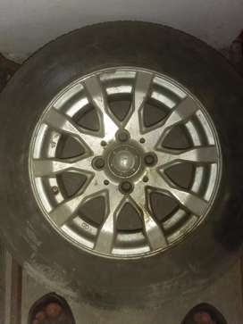 Alloy rims with used tubeless tyres