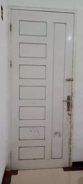 Daun Pintu Bekas warna putih, kokoh
