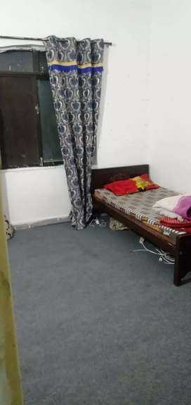 carpeted Room Availble For Rent In g11