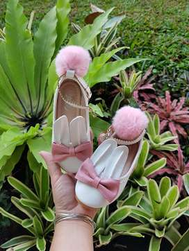 sepatu anak rabbit white pompom import