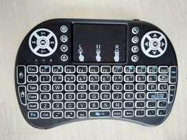 Wireless touchscreen keyboard