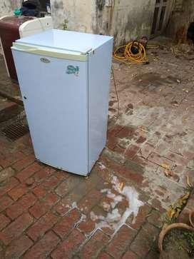 Whirlpool fridge 175. litre