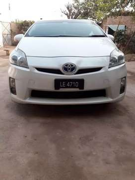 Toyota Prius, excellent condition,pearl white.10/10  serious byers