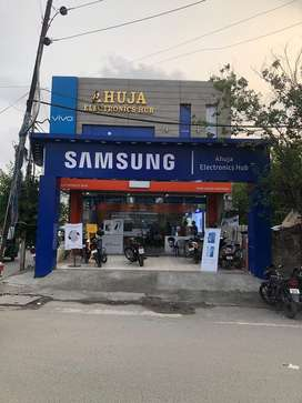Need experienced accountant for mobile phones showroom
