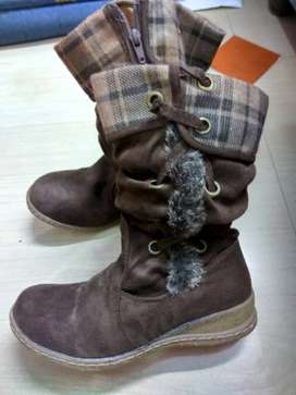 winter boots selling in sale price only for 350/-