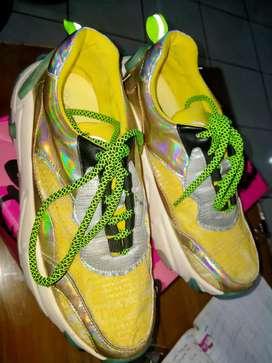 Sepatu GOSH asli.